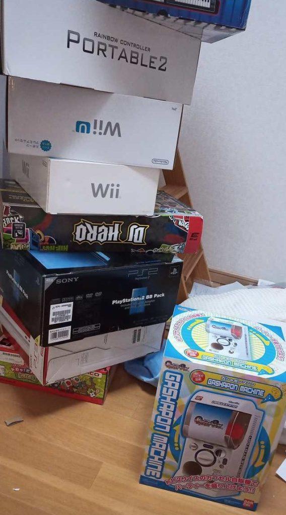 ゲームの梱包用の箱が大量に眠っていました。